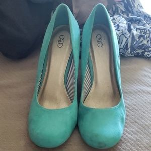 Teal colored wedges